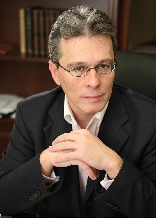 κ Βασίλης Πρωτογέρου  Επικ. Καθηγητής  της Ιατρικής Σχολής του πανεπιστημίου Αθηνών.