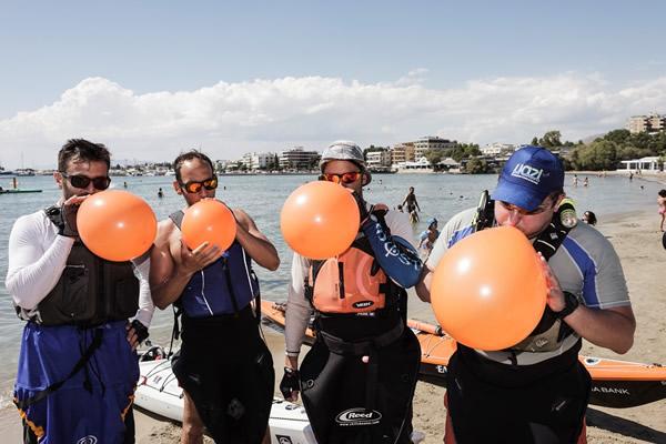 Τα μέλη της ομάδας South Evian Gulf Team χαρίζουν την ανάσα τους