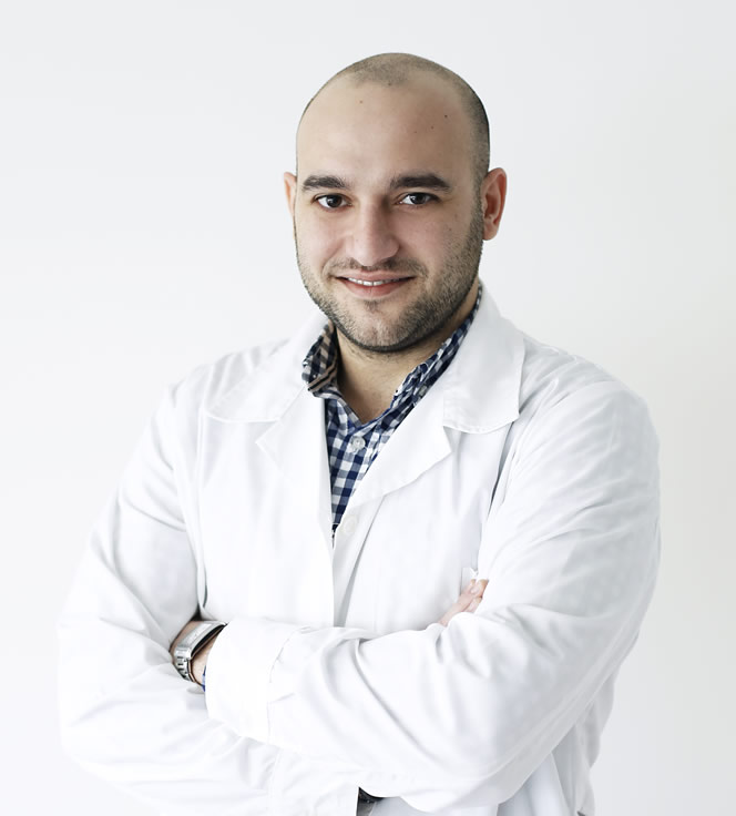 Βασίλης Τζαβάρας, χειρουργός οδοντίατρος-προσθετολόγος-εμφυτευματολόγος στην Advanced Dental Clinics.
