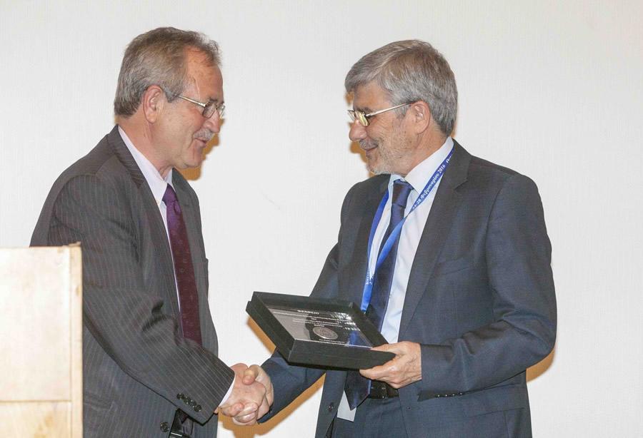 κ. Κωνσταντίνος Παπαναγιώτου, Διευθυντής Πωλήσεων της εταιρείας παραλαμβάνει το βραβείο.