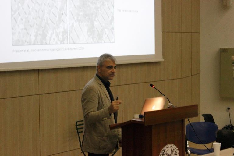 ο καθηγητής Μοριακής Βιολογίας Συστημάτων στην Ιατρική Σχολή του Πανεπιστημίου Κρήτης και διευθυντής του Ινστιτούτου Μοριακής Βιολογίας και Βιοτεχνολογίας του Ιδρύματος Τεχνολογίας και Έρευνας (ΙΤΕ) στο Ηράκλειο Κρήτης, Νεκτάριος Ταβερναράκης.