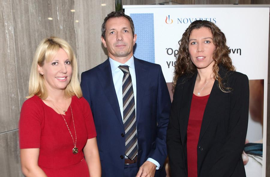 Από αριστερά προς τα δεξιά: η κα. Φωτεινή Μπαμπανάρα, Επικεφαλής του Τμήματος Επικοινωνίας, Novartis Hellas, ο κ. Riccardo Canevari, Πρόεδρος & Διευθύνων Σύμβουλος, Novartis Hellas και η κα. Κιάρα Κόντη, Manager, Climate Change and Sustainability Services, EY