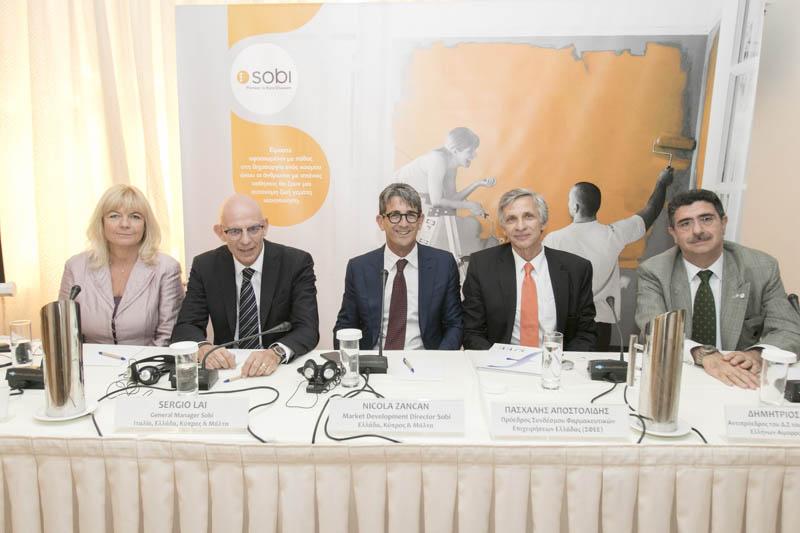 (από τα αριστερά στα δεξιά) κ.κ Hege Hellstrӧm, President Sobi, EMENAR, Sergio Lai, General Manager Sobi, Ιταλία, Ελλάδα, Κύπρος και Μάλτα, Nicola Zancan, Market Development Director Sobi, Ελλάδα, Κύπρος και Μάλτα, Πασχάλης Αποστολίδης, Πρόεδρος ΣΦΕΕ και Δημήτριος Βερύκιος, Αντιπρόεδρος του Δ.Σ του Συλλόγου Προστασίας Ελλήνων Αιμορροφιλικών (ΣΠΕΑ)