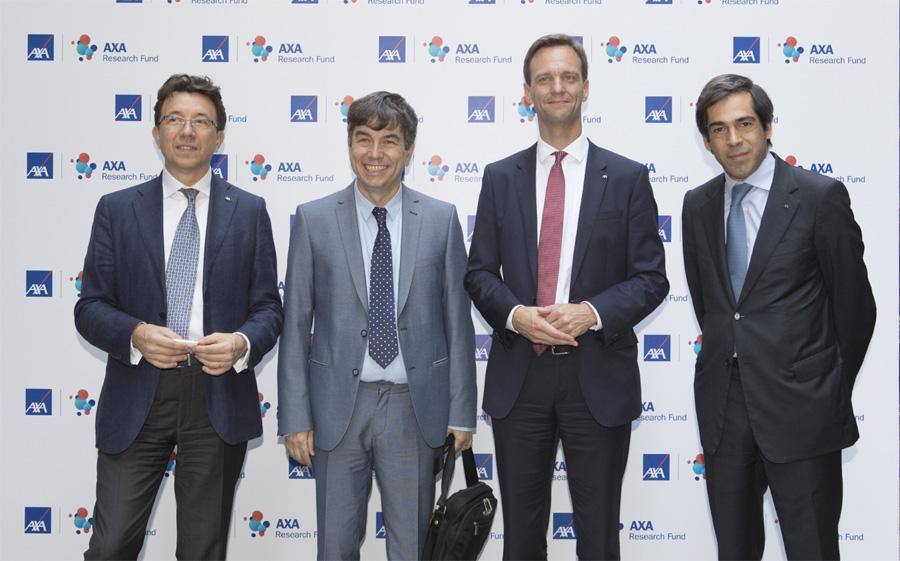 Από αριστερά προς τα δεξιά: Jean – Yves Le Berre (Διευθύνων Σύμβουλος, AXA Emerging Europe), Δρ. Ιωάννης Ταλιανίδης (Διευθυντής Ινστιτούτου Μοριακής Βιολογίας και Βιοτεχνολογίας, κάτοχος ακαδημαϊκής έδρας ΑΧΑ), Wilm Langenbach (Διευθύνων Σύμβουλος, AXA Emerging Markets – Europe, Middle East, Africa & Latin America), Ερρίκος Μοάτσος (Διευθύνων Σύμβουλος, ΑΧΑ Ελλάδας)