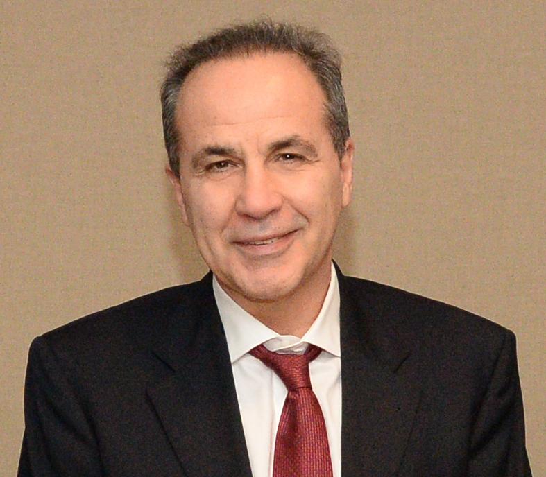 κ.  Βασίλειος Κοζομπόλης  Καθηγητής Οφθαλμολογίας του Δημοκρίτειου Πανεπιστημίου  και επιστημονικός υπεύθυνος του Οφθαλμολογικού Κέντρου Γλαυκώματος & Laser Αθηνών