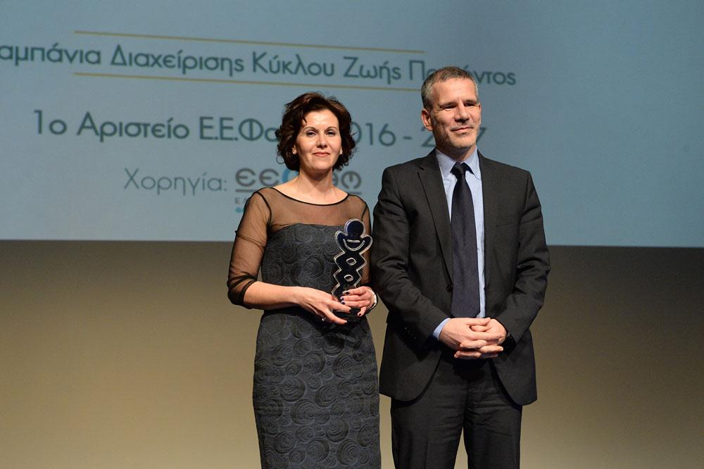 Από αριστερά προς τα δεξιά: Η κ. Μαρία Πατέλη, Brand Manager Hematology της Janssen Ελλάδος, μαζί με τον κ. Γ.Μπαλτά, Καθηγητή Μάρκετινγκ & Επικοινωνίας του Οικονομικού Πανεπιστημίου Αθηνών, Διδάκτωρ του Warwick Business School, Προέδρο της κριτικής επιτροπής των Αριστείων Ε.Ε.Φα.Μ