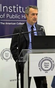 Κος Γιάννης Τούντας, Καθηγητής Κοινωνικής και Προληπτικής Ιατρικής του Εθνικού και Καποδιστριακού Πανεπιστημίου.