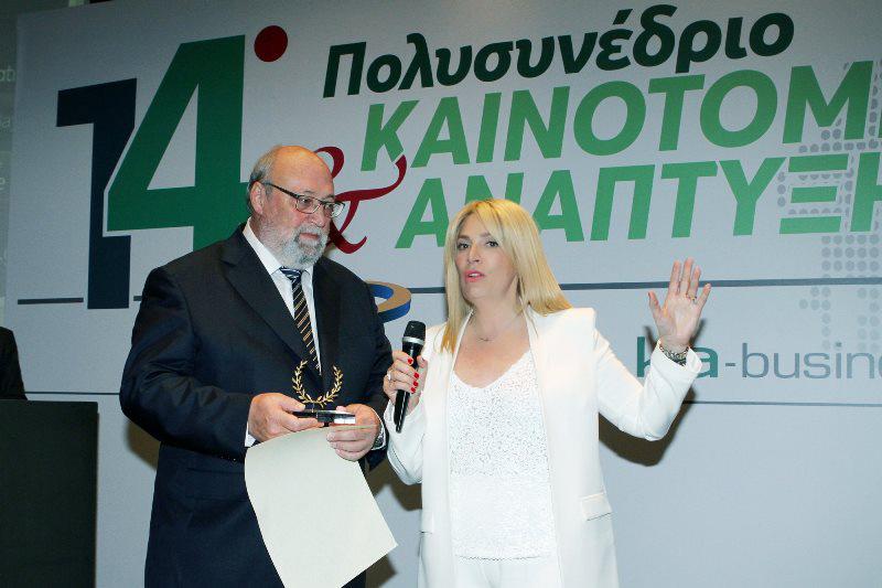 (διακρίνονται από αριστερά) Γεώργιος Συκιανάκης, πρόεδρος & Δ/νων Σύμβουλος Menarini Hellas, Ραλλιώ Λεπίδου, Δημοσιογράφος, Διοργανώτρια πολυσυνεδρίων «ΚΑΙΝΟΤΟΜΙΑ ΚΑΙ ΑΝΑΠΤΥΞΗ».