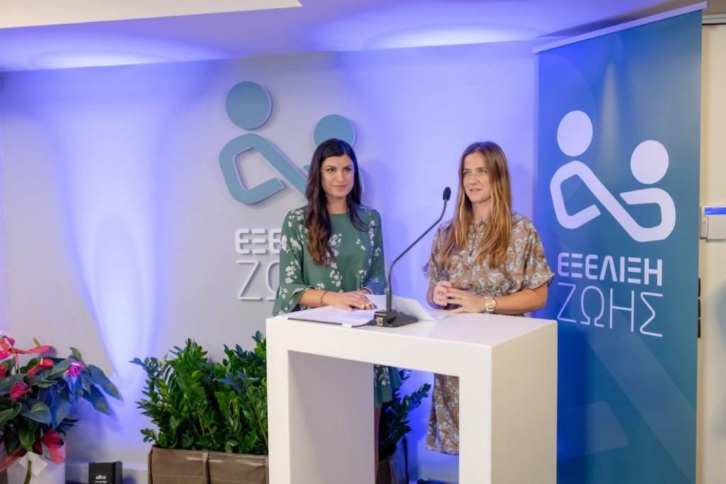 Από αριστερά: Δήμητρα Καλαντώνη και Ρόζαλιν Μπέντζαμιν, μέλος της Διεύθυνσης Δωρεών του Ιδρύματος Σταύρος Νιάρχος: