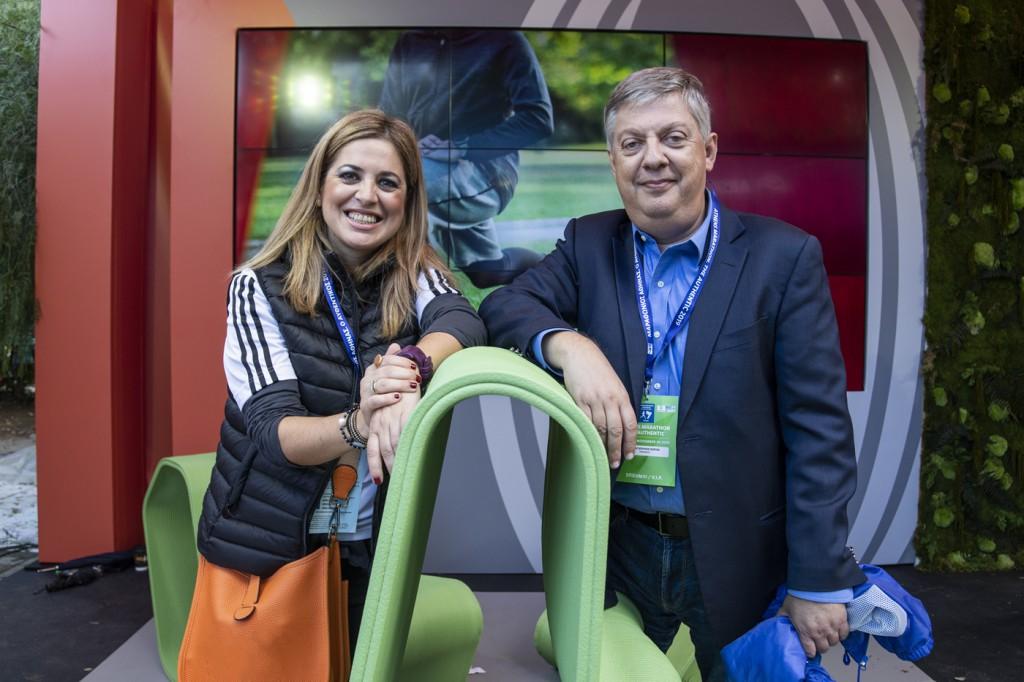 Η κυρία Σίσσυ Ηλιοπούλου, Διευθύντρια Επικοινωνίας, Εταιρικών Υποθέσεων και Βιώσιμης Ανάπτυξης της Coca-Cola για Ελλάδα, Κύπρο & Μάλτα, μαζί με τον κ. Κώστα Παναγόπουλο, Πρόεδρο του ΣΕΓΑΣ.