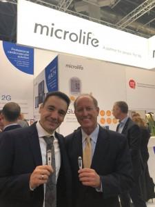 Από αριστερά: Απόστολος Καραμπίνης, Founder & Entrepreneur της KARABINIS MEDICAL SA και Mark Potter CEO της Microlife USA