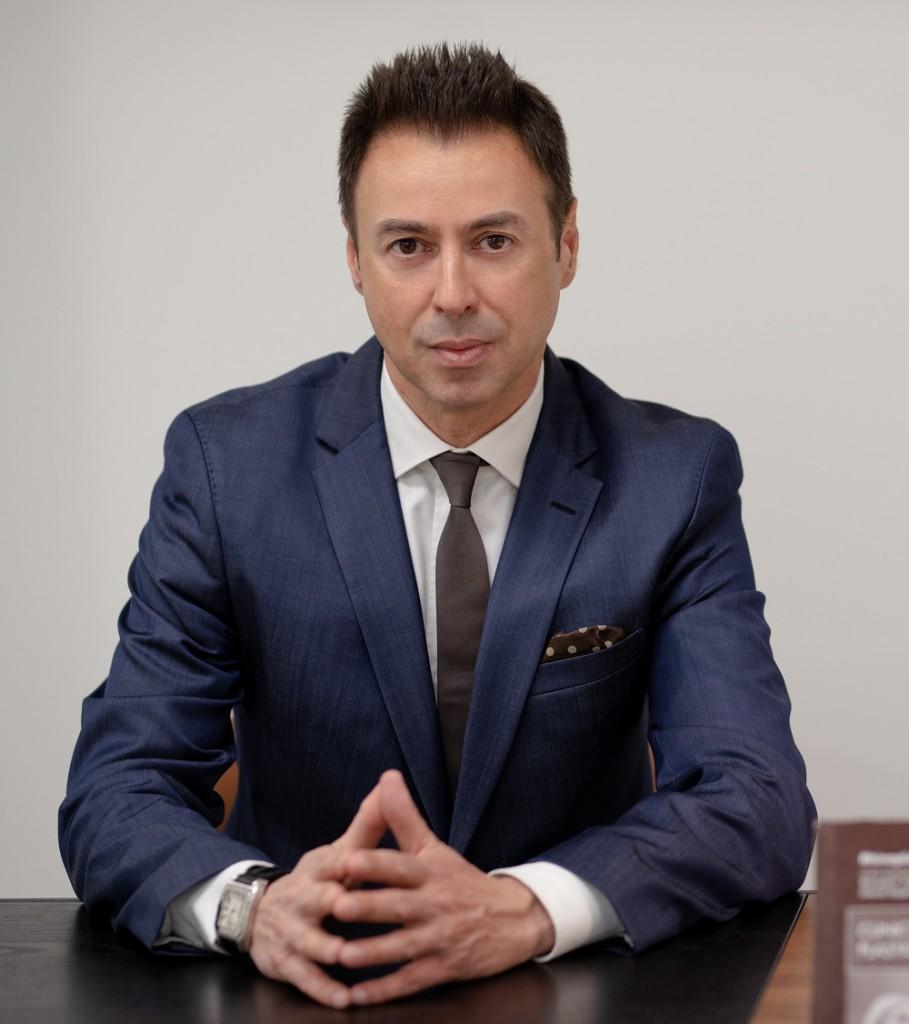 Ανδρέας ΓΡΑΒΒΑΝΗΣ, MD, PhD, FEBOPRAS Διευθυντής της Πλαστικής, Επανορθωτικής Μικροχειρουργικής και Αισθητικής Χειρουργικής Νοσοκομείο Metropolitan.